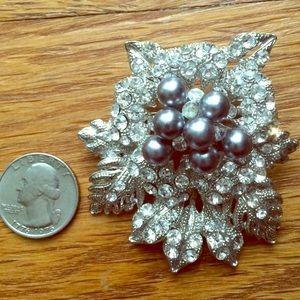 Vintage rhinestone silver tone brooch/pin